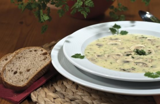 Pilz-Rezept: Champignon-Kräuter-Suppe