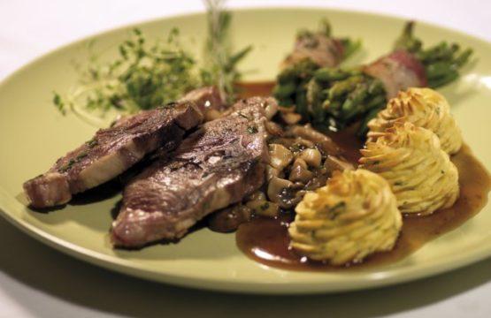 Pilz-Rezept: Lammkoteletts mit Champignons und Austernpilzen