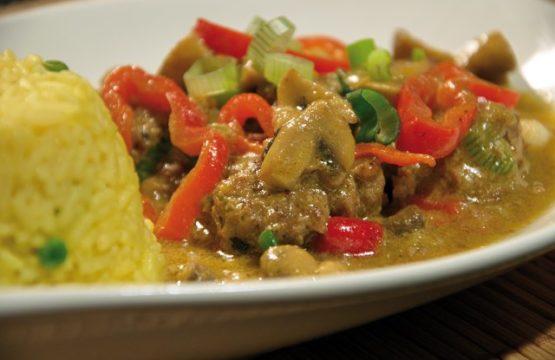 Pilz-Rezept: Rindercurry mit Champignons und Kokosmilch