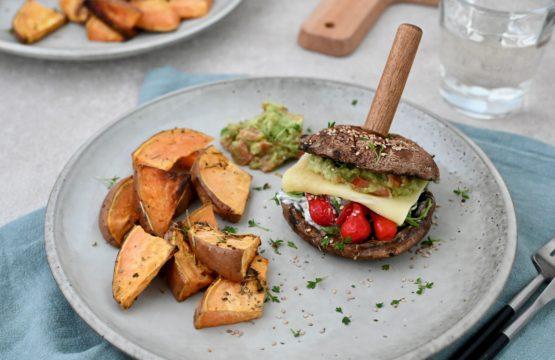 Pilz-Rezept: Portobello-Burger mit Süßkartoffel-Wedges und Guacamole