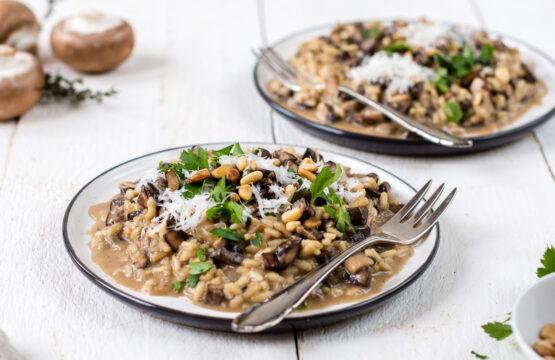Pilzrisotto mit braunen Champignons und Kräuterseitlingen