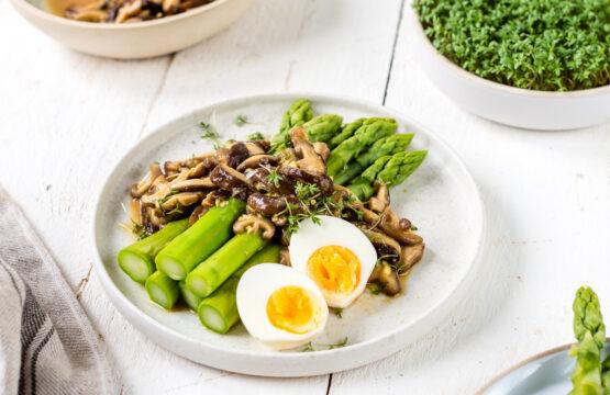 Corinnas Salat mit grünem Spargel und Shiitake